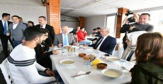 Balıkesir Büyükşehir Belediyesi 'Akıllı Kent Balıkesir' projesi kapsamında daha önce sosyal alanlarda uygulamaya koyduğu ücretsiz güvenli internet erişimini toplu taşıma araçlarında da vatandaşların h