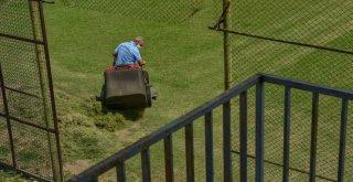 Futbol sahalarında temizlik ve bakım