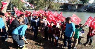 Öğrenciler Ceyhan'ın Kıyılarını Ağaçlandırıyor
