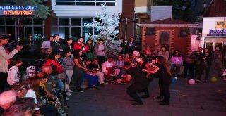 Maltepe sokakları tiyatroyla şenlendi