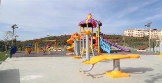 Arnavutköy'ün Parkları Güneş Enerjisiyle Aydınlanacak