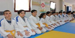 Osmangazi'de Judocu Nesiller Yetişiyor