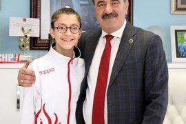 Şampiyon Ceyda'dan başkan Türkyılmaz'a ziyaret