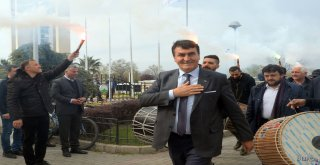 Başkan Dündar'a Belediye Personelinden Coşkulu Karşılama