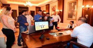 Türkiye'nin Hem Sahada Hem Sosyal Medyadaki En Aktif Belediye Başkanı Hüseyin Sözlü, Canlı Yayında Hemşerileri İle Buluştu