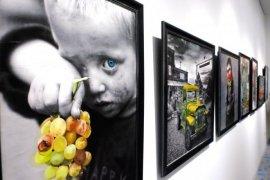 'Bir Tutam Renk' adlı resim sergisi izlenime sunuldu.