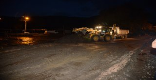 Balıkesir Büyükşehir Belediyesi, geçen hafta Bandırma ve Erdek'te meydana gelen sel felaketinin yaralarını sarmak için yoğun çaba harcıyor.
