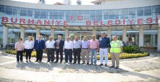 Göreve geldiği günden bu yana özellikle ilçelere yaptığı sık ziyaretlerle tüm dikkatleri üzerine toplayan Balıkesir Büyükşehir Belediye Başkanı Zekai Kafaoğlu, önceki günü Burhaniye'de geçirdi.