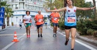 İzmir'de kurtuluş coşkusu maratonla taçlandı