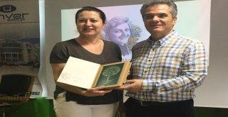 Kadın işçilere Sevgi Soysal'ın kitaplarını okudular