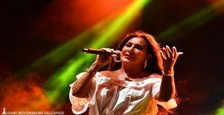 İzmir'den barış şarkıları yankılandı