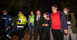 Başkan Soyer depremzedeleri yalnız bırakmıyor