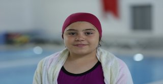 Çivril, kapalı yüzme havuzu hizmete girdi