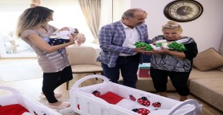 """BAŞKAN TÜRKYILMAZ'DAN İKİZLERE """"HOŞGELDİN"""" ZİYARETİ"""