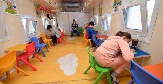 Büyükşehir çadır kentte de çocukların yanında