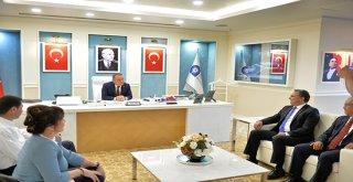 Ümit Uysal'dan Başkan Böcek'e 'Hayırlı olsun' ziyareti