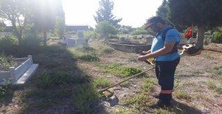 Salihli'de Mezarlık Temizlikleri Devam Ediyor