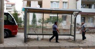 Salihli Otobüs Duraklarında Hummalı Çalışma