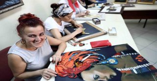 Bağcılarlı kadınlar stres ve sıkıntılarını Filografi yaparak atıyorlar
