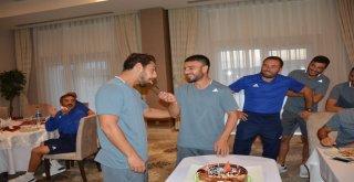 Manisa Büyükşehir Belediyespor'da Cihan'a Sürpriz Doğum Günü Kutlaması