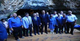 Bakan Ersoy Altınbeşik Mağarasını gezdi