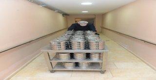 Nilüfer'de ihtiyaç sahiplerine sıcak yemek