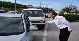 Başkan Şahin'den Tramvay Yolcularına Aşure İkramı