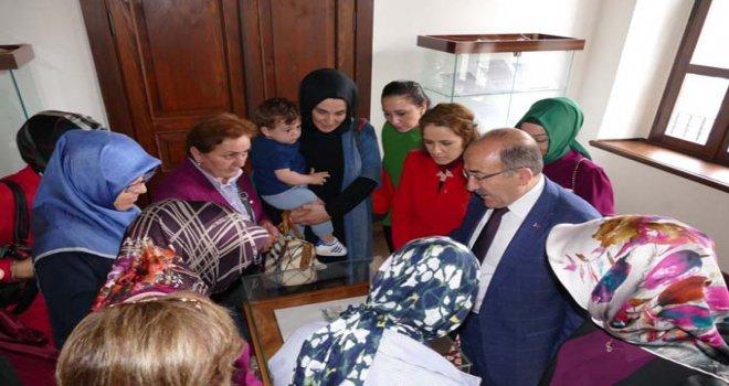 Başkan Gümrükçüoğlu, AK Parti İl Kadın Kolları üyelerini kabul etti