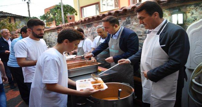 Başkan Dündar, İftar Yemeği Dağıttı