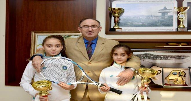 Başkan Kurtulan'dan şampiyon raketlere kutlama