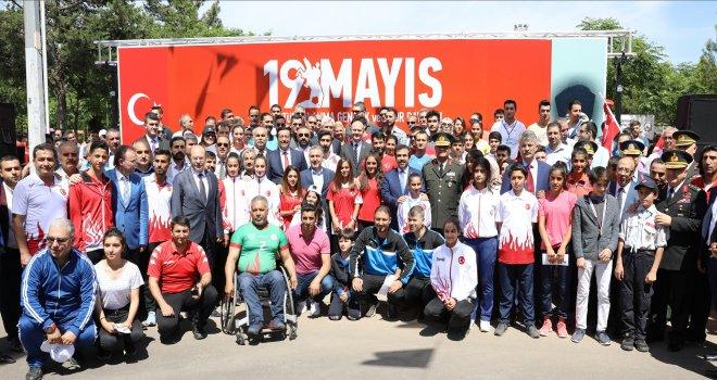 Diyarbakır'da 19 Mayıs Atatürk'ü Anma, Gençlik ve Spor Bayramı Kutlandı