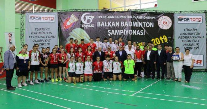 Osmangazili Badmintoncular Rakip Tanımıyor