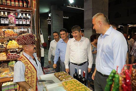 Bakan Ersoy ve Başkan Türel Kemer Liman Caddesi'ni gezdi