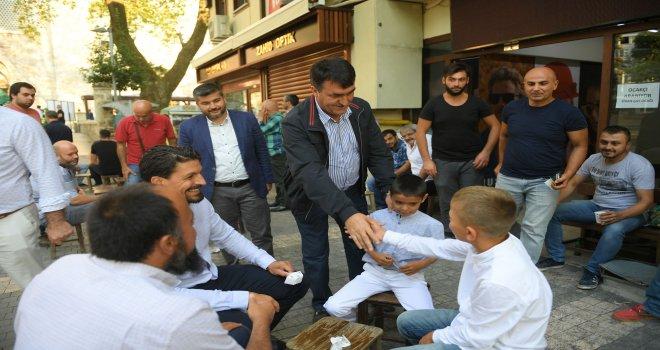 Başkan Dündar Vatandaşlarla Bayramlaştı