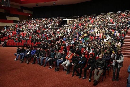Lise son sınıf öğrencileri Huysuz ile neşelendi