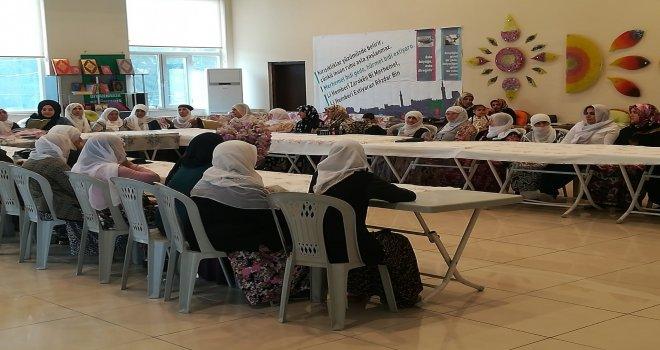 Büyükşehir Belediyesi yaşlıları yemekte buluşturdu