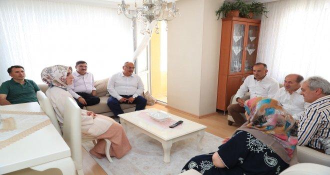 Başkan Hasan Can ve AK Parti Ümraniye İlçe Başkanı Av. Mahmut Eminmollaoğlu Ümraniyeli Şehit Ailelerini Ziyaret Etti