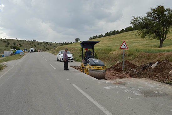 Büyükşehir Korkuteli'de yolları yeniliyor