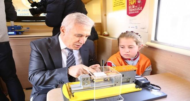 Çocuklar bu karavanda bilim ve teknolojiyle buluşuyor