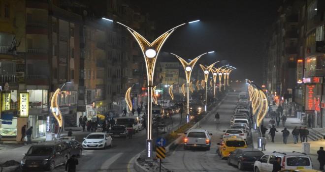 Estetik aydınlatmalar Hakkari'nin çehresini değiştirdi
