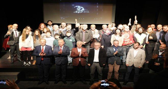 ÇGD'DEN BAŞKAN TÜRKYILMAZ'A KENT SAVUNMASI ÖDÜLÜ