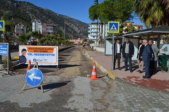 Finike Fatih Bulvarı'nda asfalt hazırlığı
