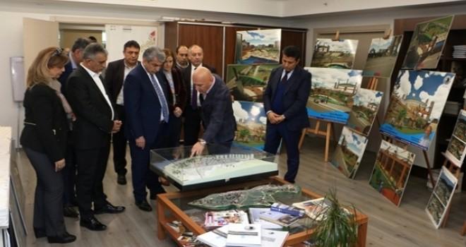 CHP İstanbul İl Başkanı Cemal Canpolat,Başkan Altınok Öz'ü makamında ziyaret etti.