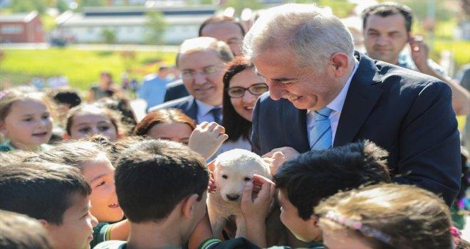 Büyükşehir, çocuklara hayvan sevgisi aşılıyor