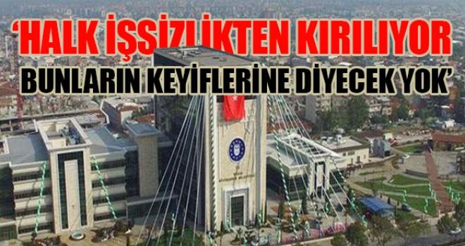 Bursa Büyükşehir Belediyesi'nin  AKP'li ve MHP'li yöneticilere maaş bağladığı ortaya çıktı