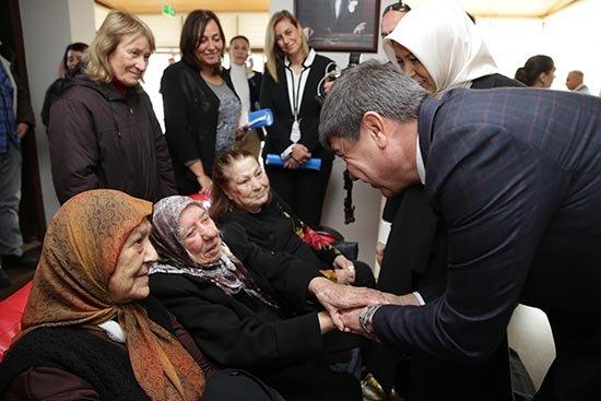 Gönüllere dokunan hizmetler Türkiye'ye örnek oldu