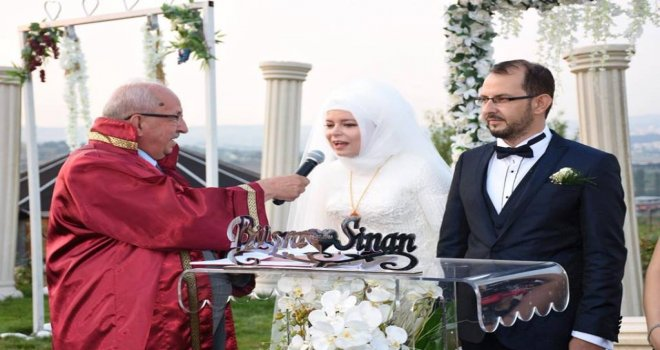 Başkan Albayrak Büşra ve Sinan Çiftinin Nikahını Kıydı