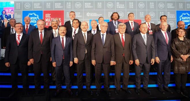 """Kartepe Zirvesi 2018 """"Göç, Mültecilik ve İnsanlık"""" temasıyla başladı"""