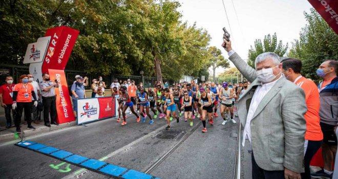 Maraton İzmir koşuldu