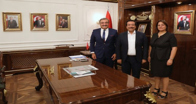 Türk Arap Ülkeleri İş İnsanları Derneği'nden Başkan Atilla'ya Ziyaret